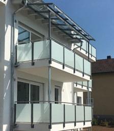 Balkongeländer und Dach